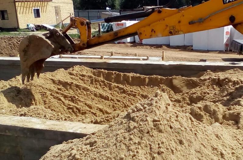 Подготовка песочного основания под пол