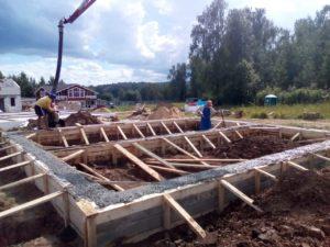 Заливаем бетон в фундамент