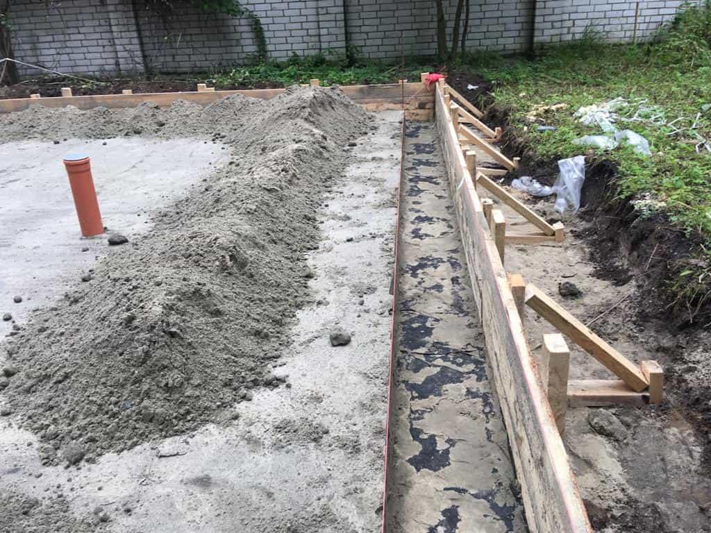плитный фундамент с ребрами жесткости и канализацией