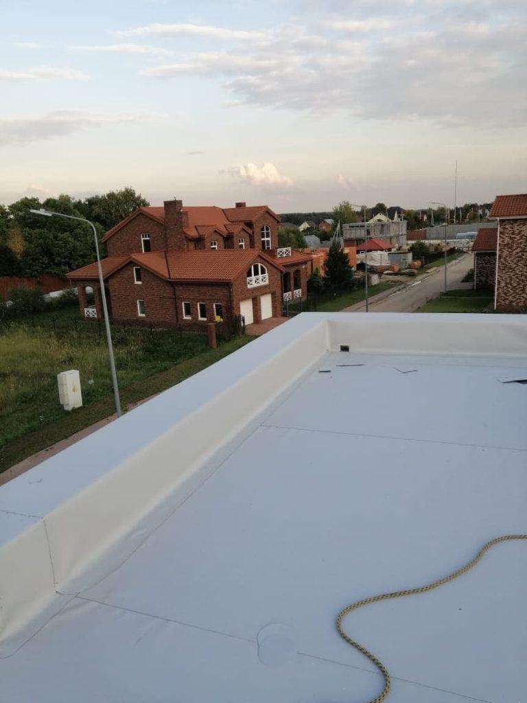 Монтаж мембранной кровли на плоской крыше