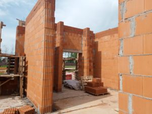 Строительство загородного дома из керамических блоков